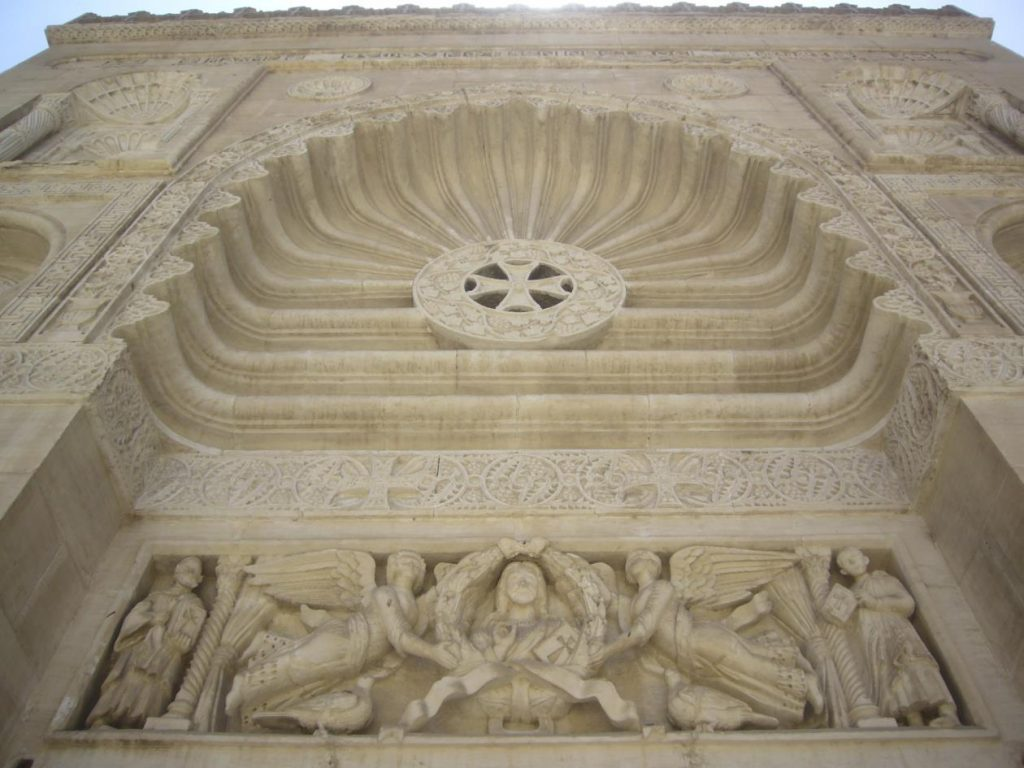 Figure 4: Neo-Fatimid facade of the Coptic Museum (detail of the central lintel and of the conch).