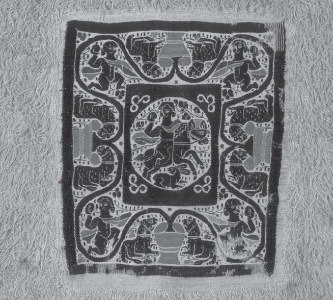 Fig. 4: Square tapestry with hunter set within a piled linen fabric. © Katoen Natie Collection, Antwerp, inv. 533 / DM 53.