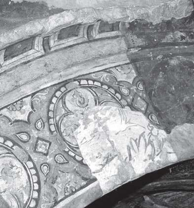 Fig. 1. First level of painted decoration, showing vegetal motifs against a white background, sur­rounded by paintings belonging to the fourth layer. Red Monastery church, border framing the eastern semidome, northern side. Photo­graph: author. © ARCE.