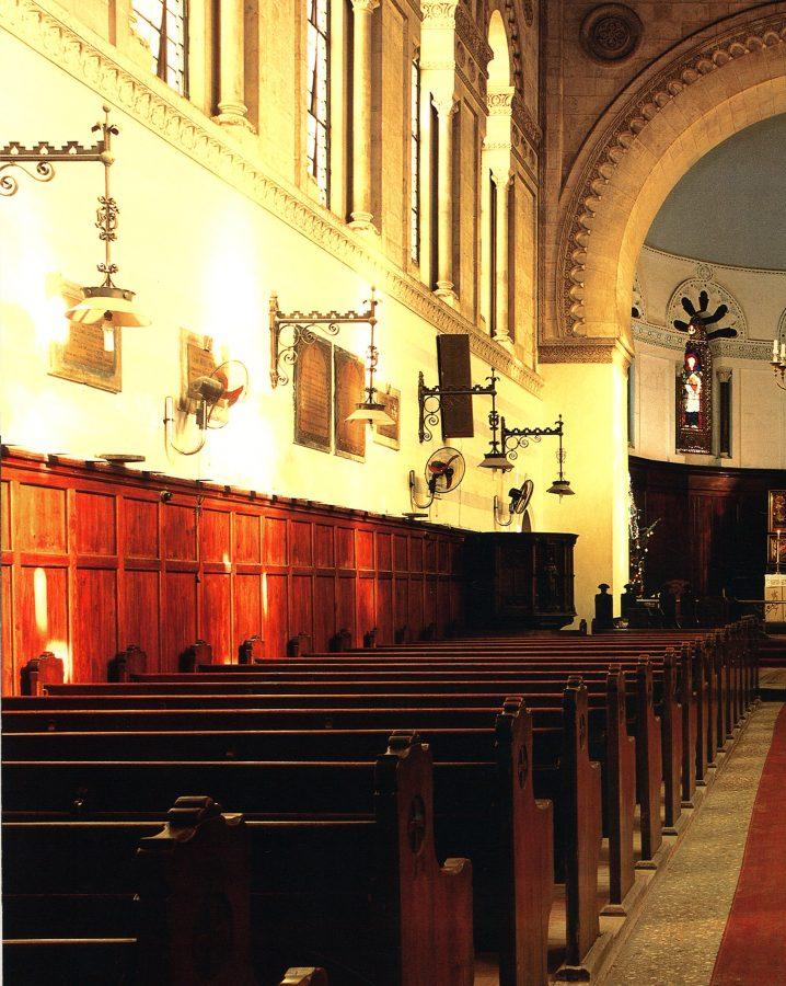 Interior view toivard the altar.