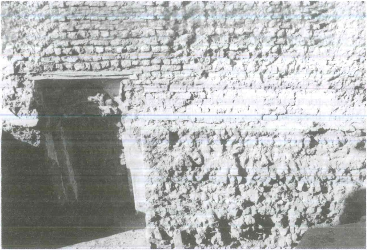 Fig. 8.2. Qusqam, part of the southern wall during the restoration. Photograph by Fr. Maximous al-Muharraqi.