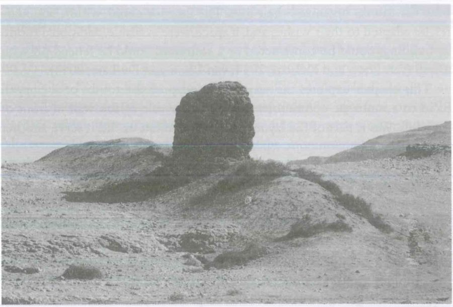 Fig. 24.4. The wail at the foot of the tomb complex, al-Shaykh Sa'id. © G.J.M. van Loon 2013.